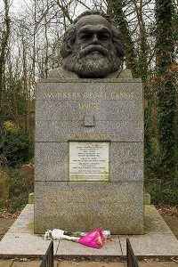 Londres : le cimetière de Highgate, tombe de Karl Marx